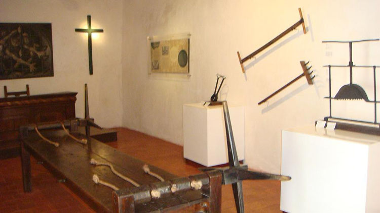 Drive to Colombia Photo. Palacio de la Inquisicion. Full arsenal of torture equipments are in display.