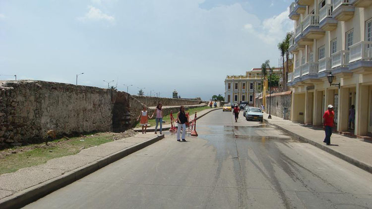 Drive to Colombia Photo. This is the inside view of the wall that surrounds the 'Old City', or the central district of Cartagena. The arch on the left is for outside vehicles to drive in.